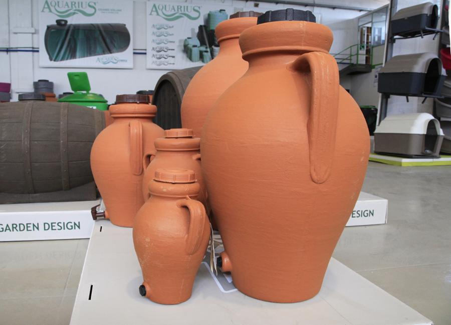 le giare contenitori di plastica per olio e vino